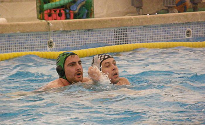 Empate victoria y derrota del waterpolo albacete ante el for Piscina santa teresa albacete