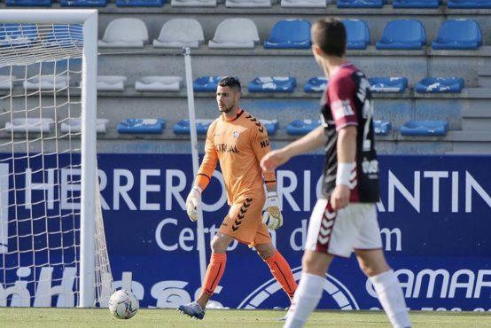 Bernabé Barragán en el Ponferradina - Albacete de liga. infobierzo.com